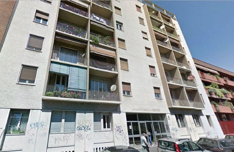 Bilocale Milano Via Vallasina 1