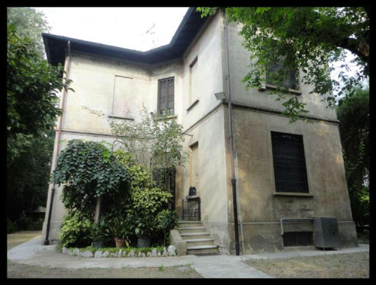 Villa in vendita a Corsico, 5 locali, prezzo € 950.000 | Cambio Casa.it