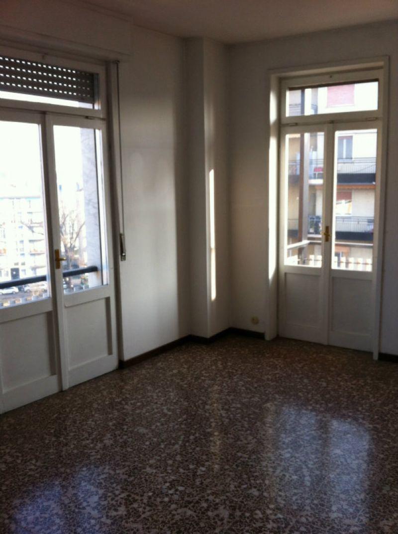 Bilocale Milano Via Fezzan 5