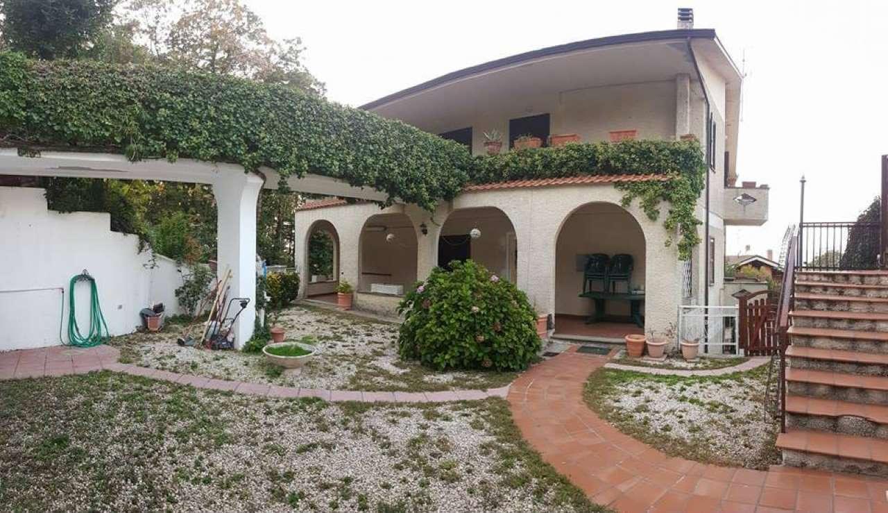 Villa Bifamiliare in affitto a Rocca di Papa, 6 locali, prezzo € 950 | CambioCasa.it