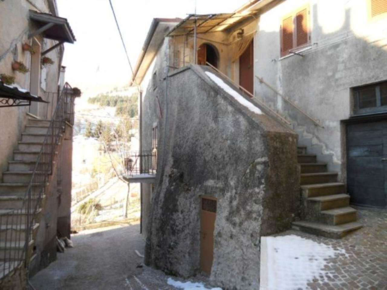 Bilocale Collegiove Via Roma 10