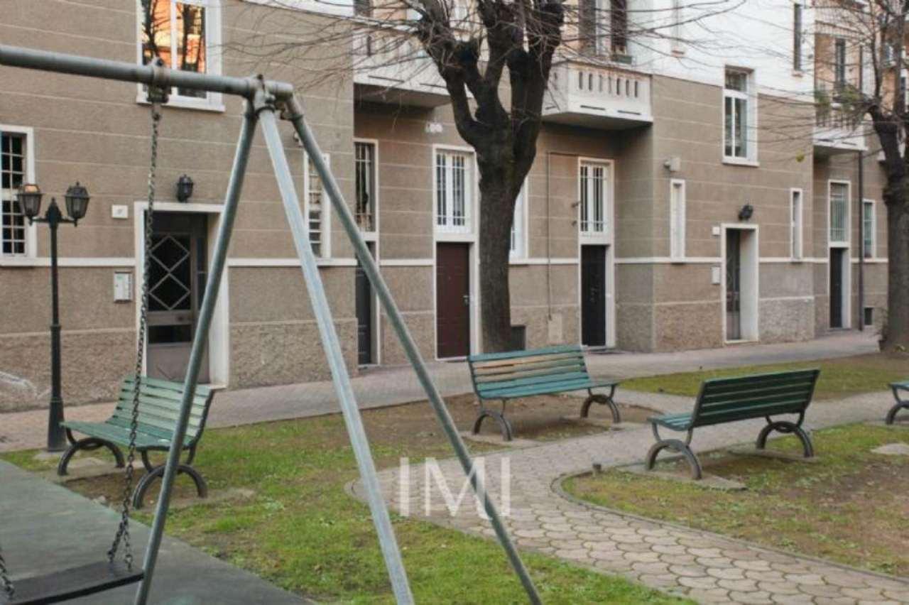 Bilocale Milano Via Giovanni Segantini 10
