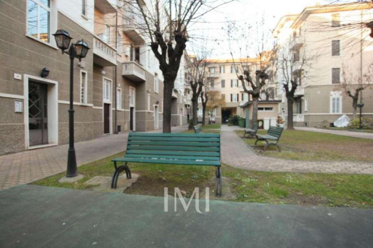 Bilocale Milano Via Giovanni Segantini 11