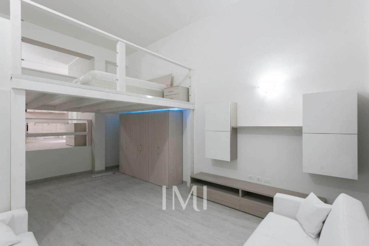 Loft in vendita 2 vani 70 mq.  via Liutprando Milano