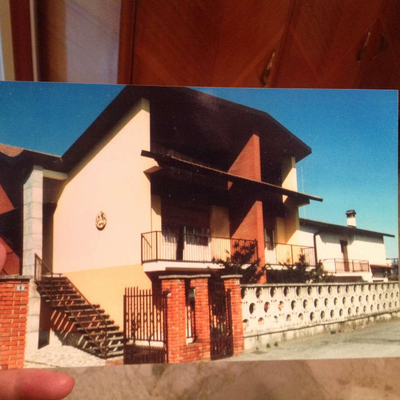 Villa in vendita a San Colombano al Lambro, 8 locali, prezzo € 295.000 | CambioCasa.it