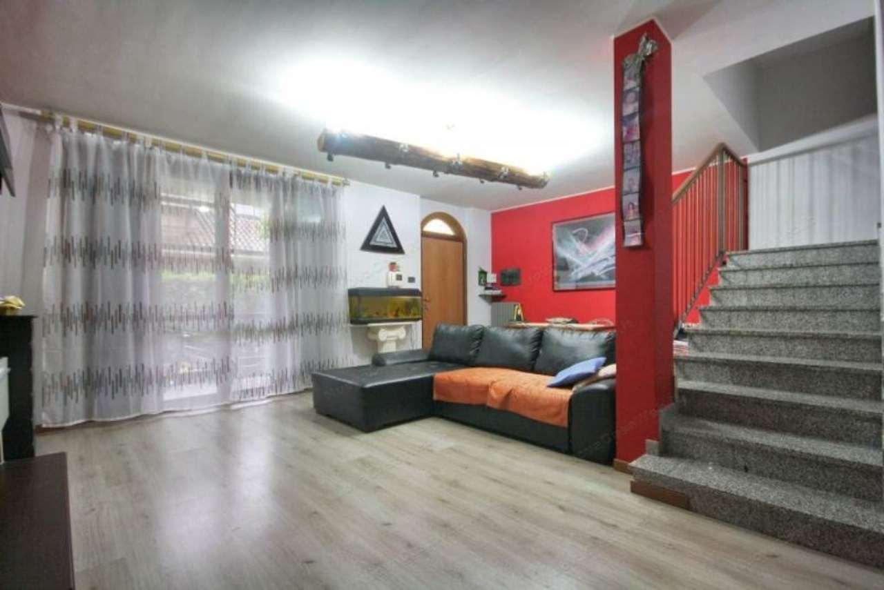 Villa in vendita a Arese, 5 locali, prezzo € 405.000 | Cambio Casa.it