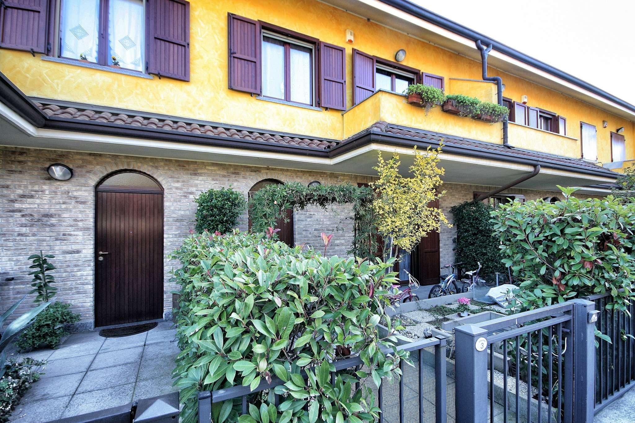 Villa in vendita a Arese, 5 locali, prezzo € 395.000 | Cambio Casa.it
