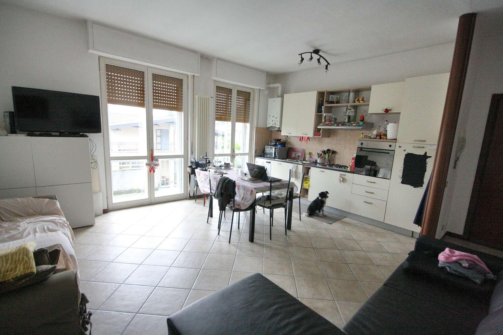 Appartamento in vendita a Arese, 3 locali, prezzo € 135.000   CambioCasa.it