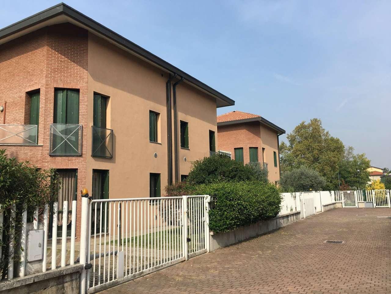 Villa in vendita a Arluno, 4 locali, prezzo € 250.000 | CambioCasa.it