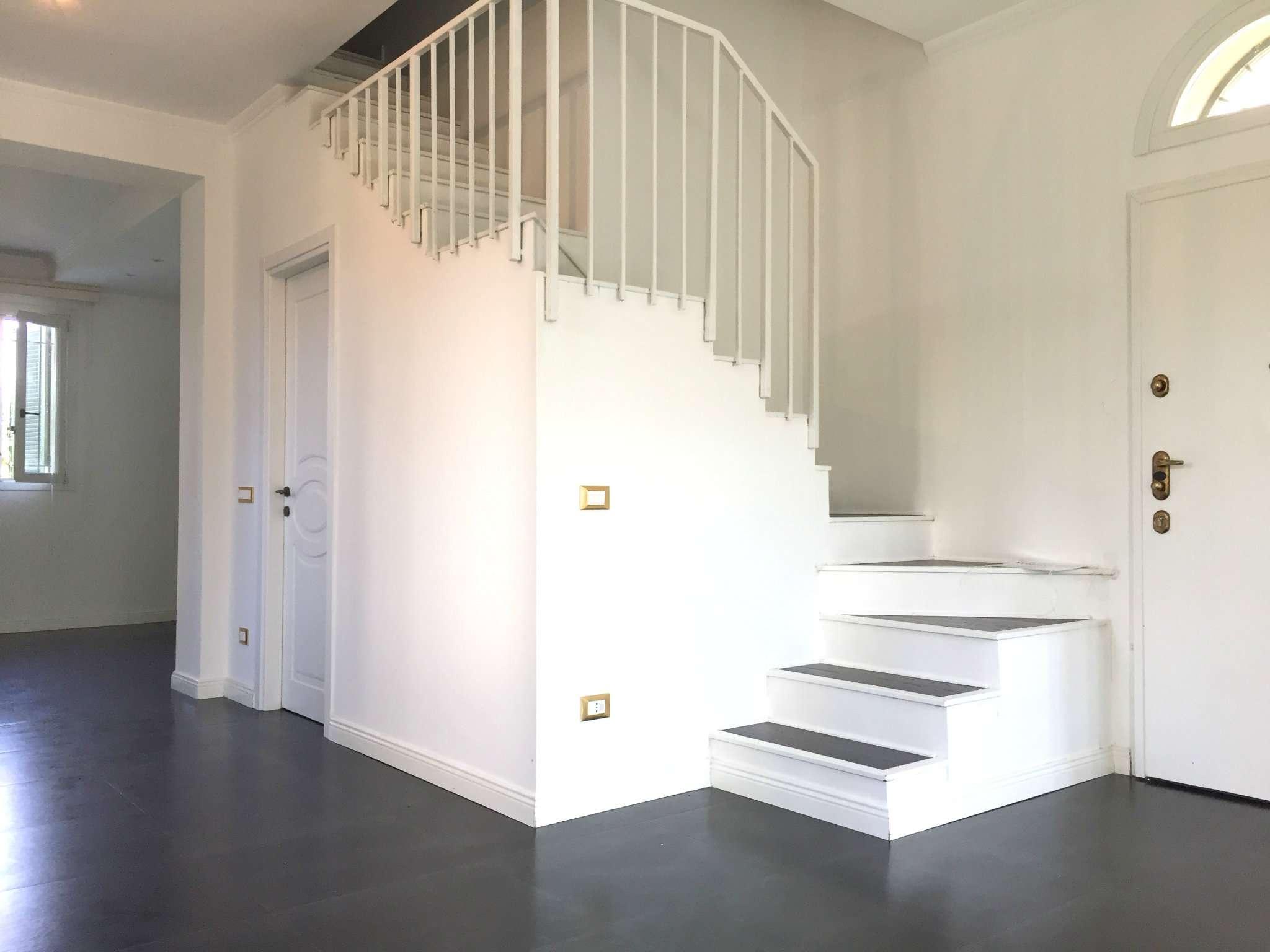Villa in vendita a Bussero, 4 locali, prezzo € 305.000 | CambioCasa.it