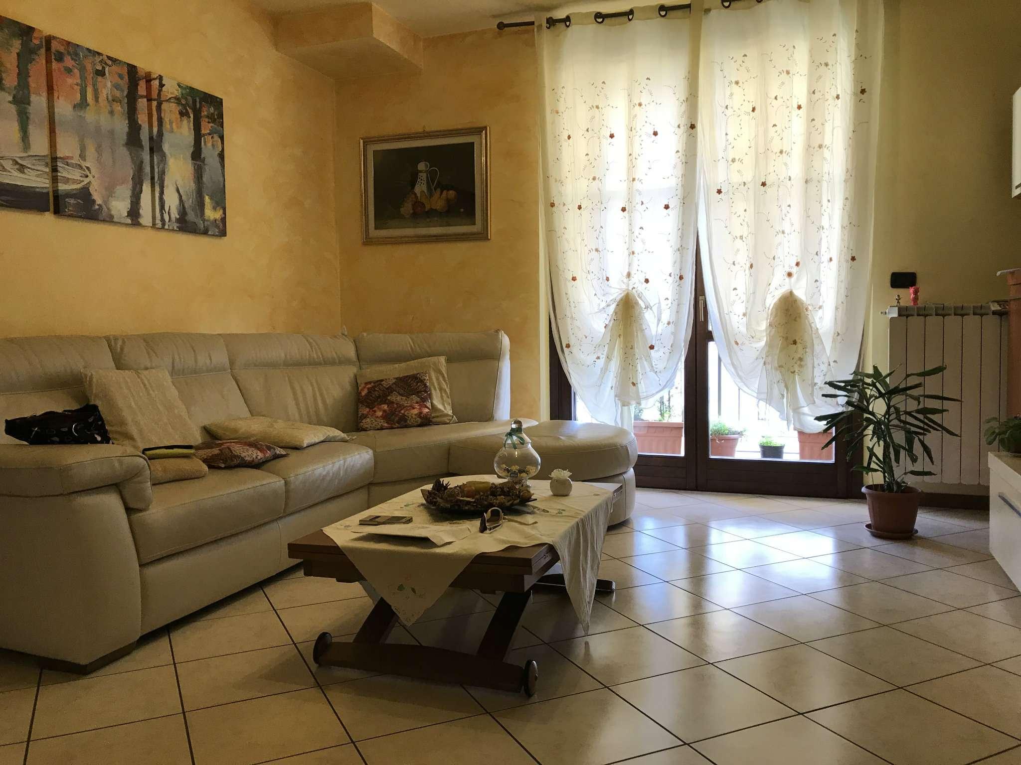 Appartamento in vendita a Gessate, 5 locali, prezzo € 250.000 | CambioCasa.it