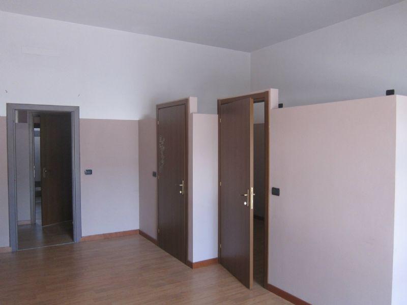Negozio / Locale in affitto a Bollate, 2 locali, prezzo € 670 | Cambio Casa.it