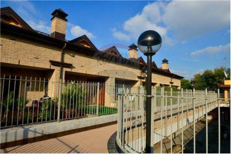 Villa in vendita a Bollate, 4 locali, prezzo € 198.000   Cambio Casa.it