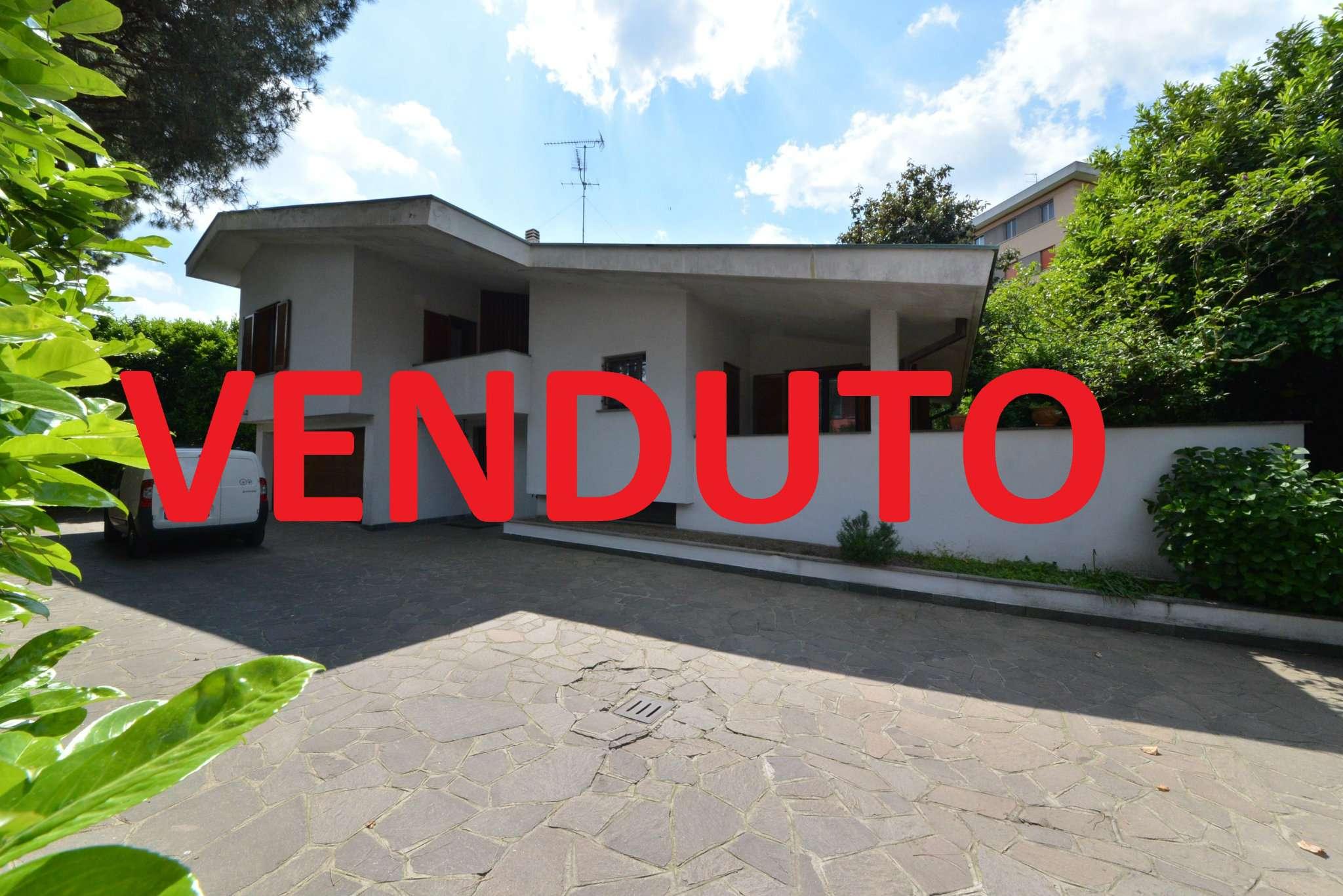 Villa in vendita a Bollate, 5 locali, prezzo € 670.000 | Cambio Casa.it