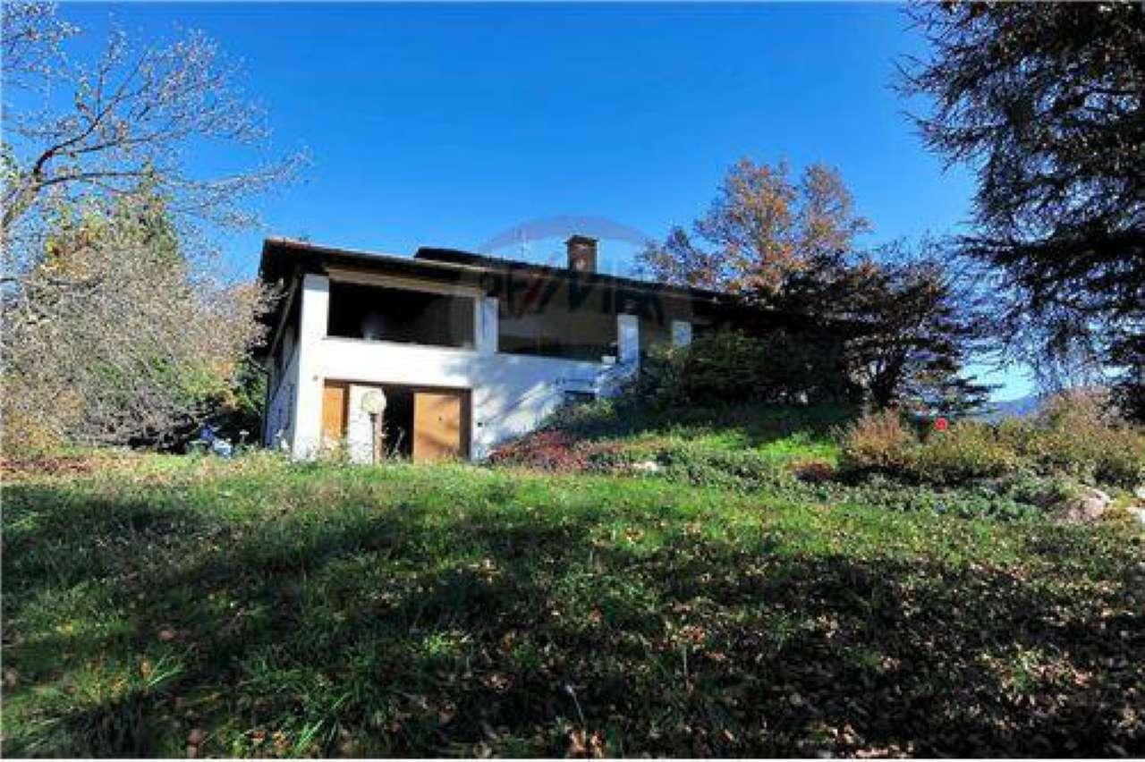 Villa in vendita a Cunardo, 11 locali, prezzo € 490.000 | Cambio Casa.it