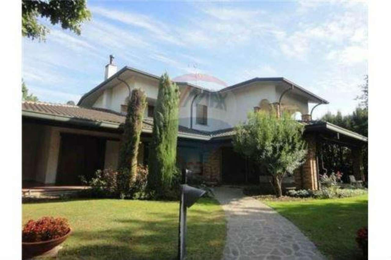 Villa in vendita a Bellusco, 8 locali, prezzo € 950.000 | Cambio Casa.it