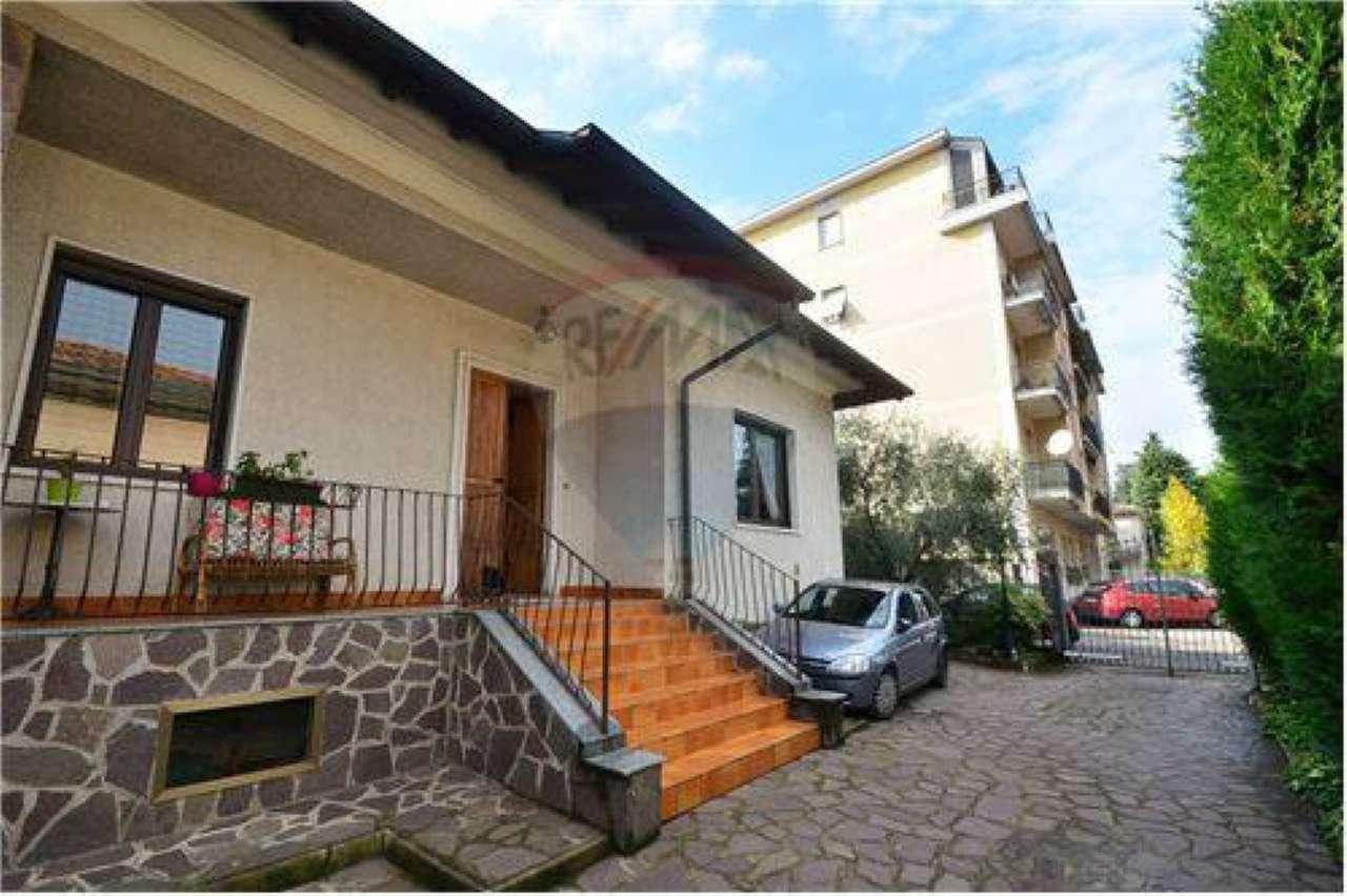 Villa in vendita a Legnano, 3 locali, prezzo € 415.000 | Cambio Casa.it