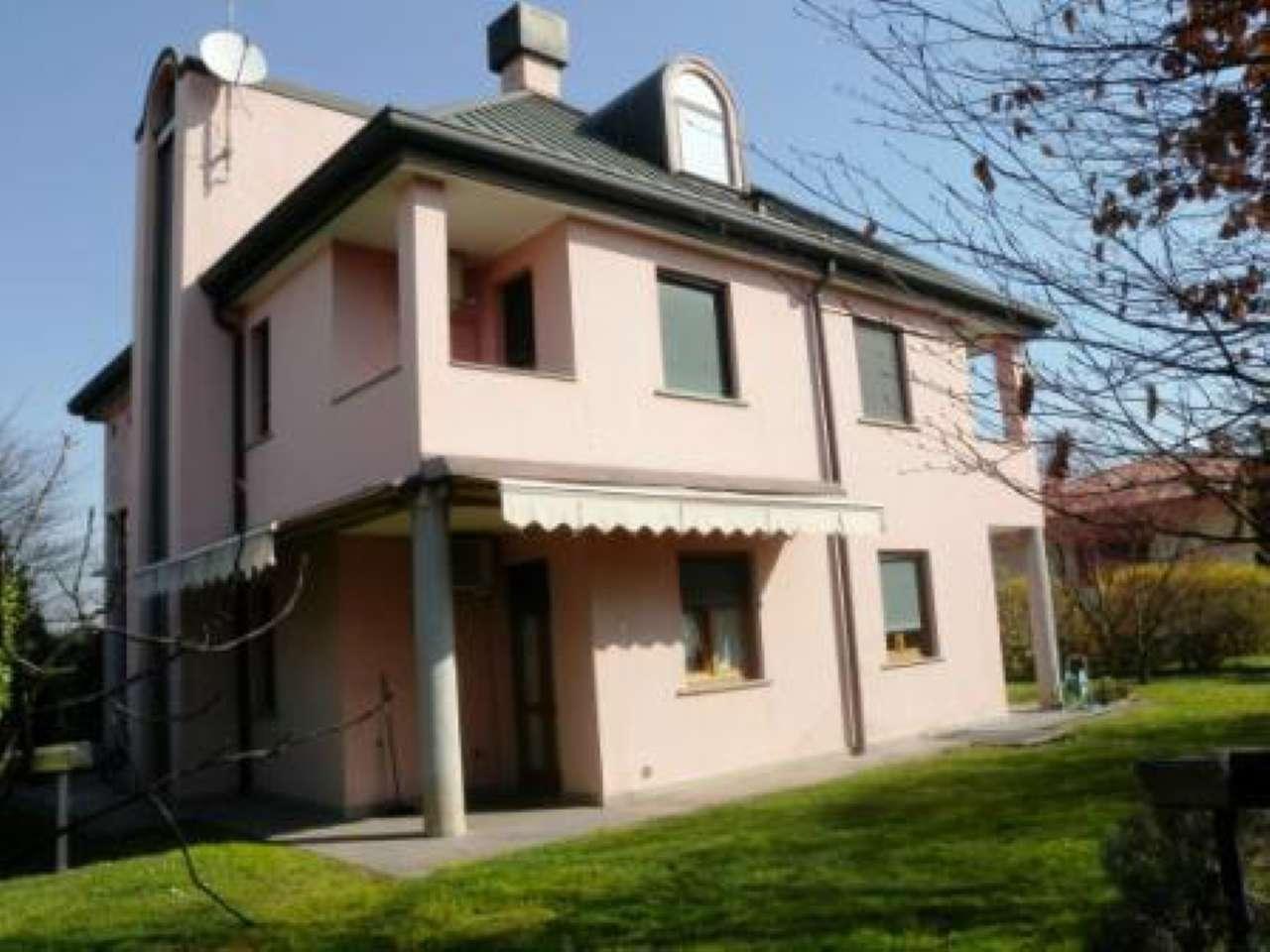 Villa in vendita a Rho, 8 locali, prezzo € 630.000 | Cambio Casa.it