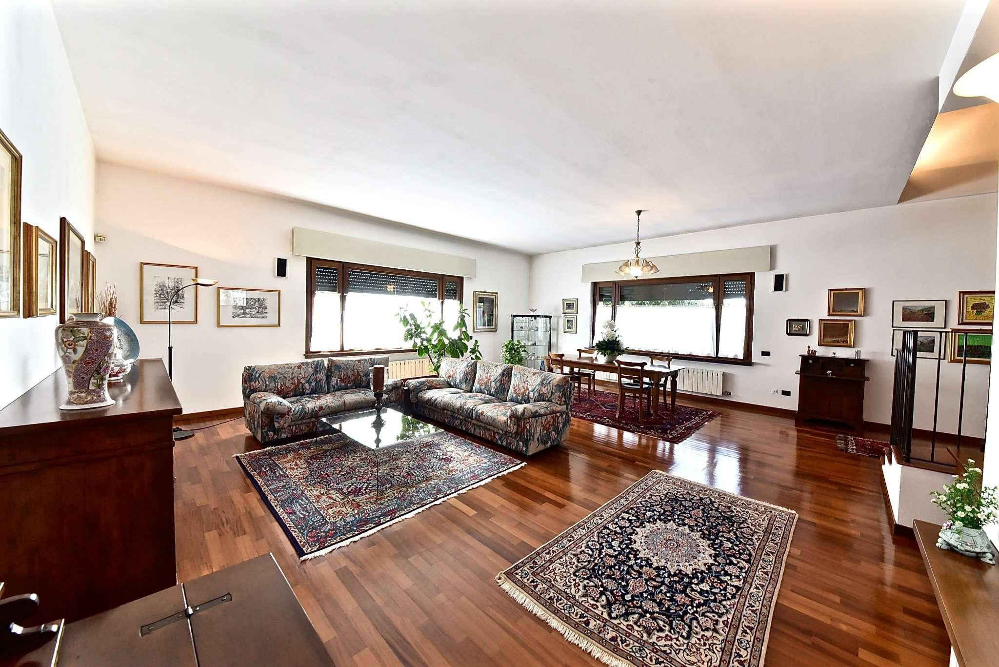 Villa in vendita a Parabiago, 6 locali, prezzo € 550.000   Cambio Casa.it
