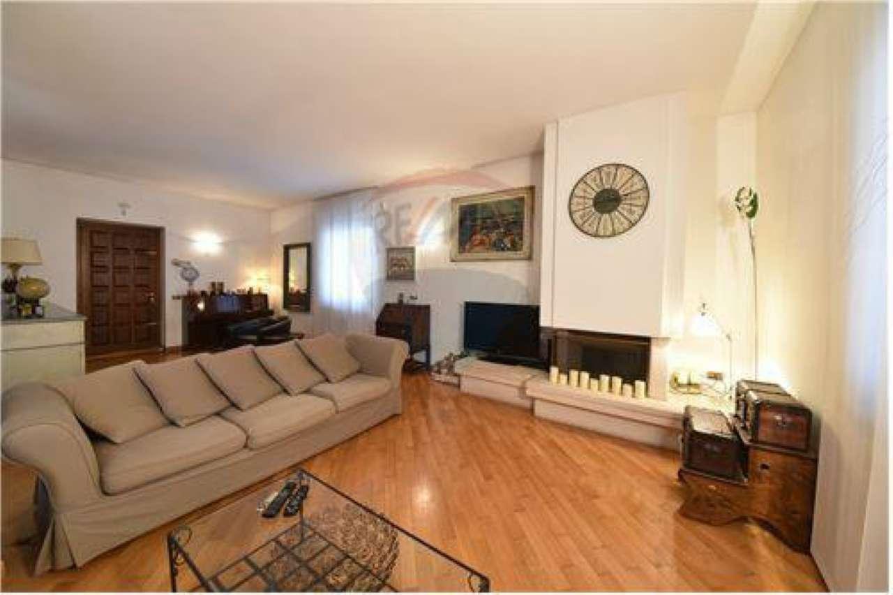 Villa in vendita a Bollate, 6 locali, prezzo € 490.000 | Cambio Casa.it