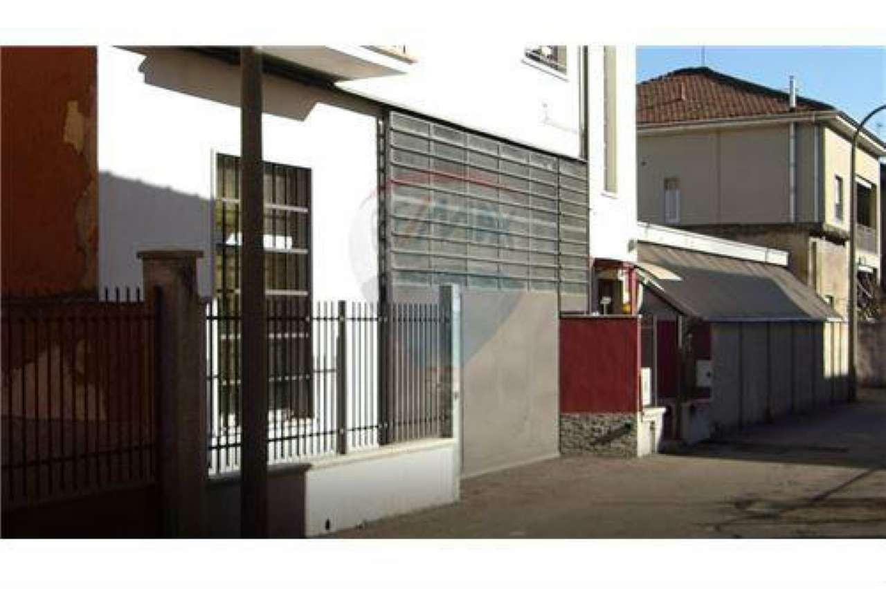 Capannone in vendita a Bollate, 5 locali, prezzo € 300.000 | CambioCasa.it