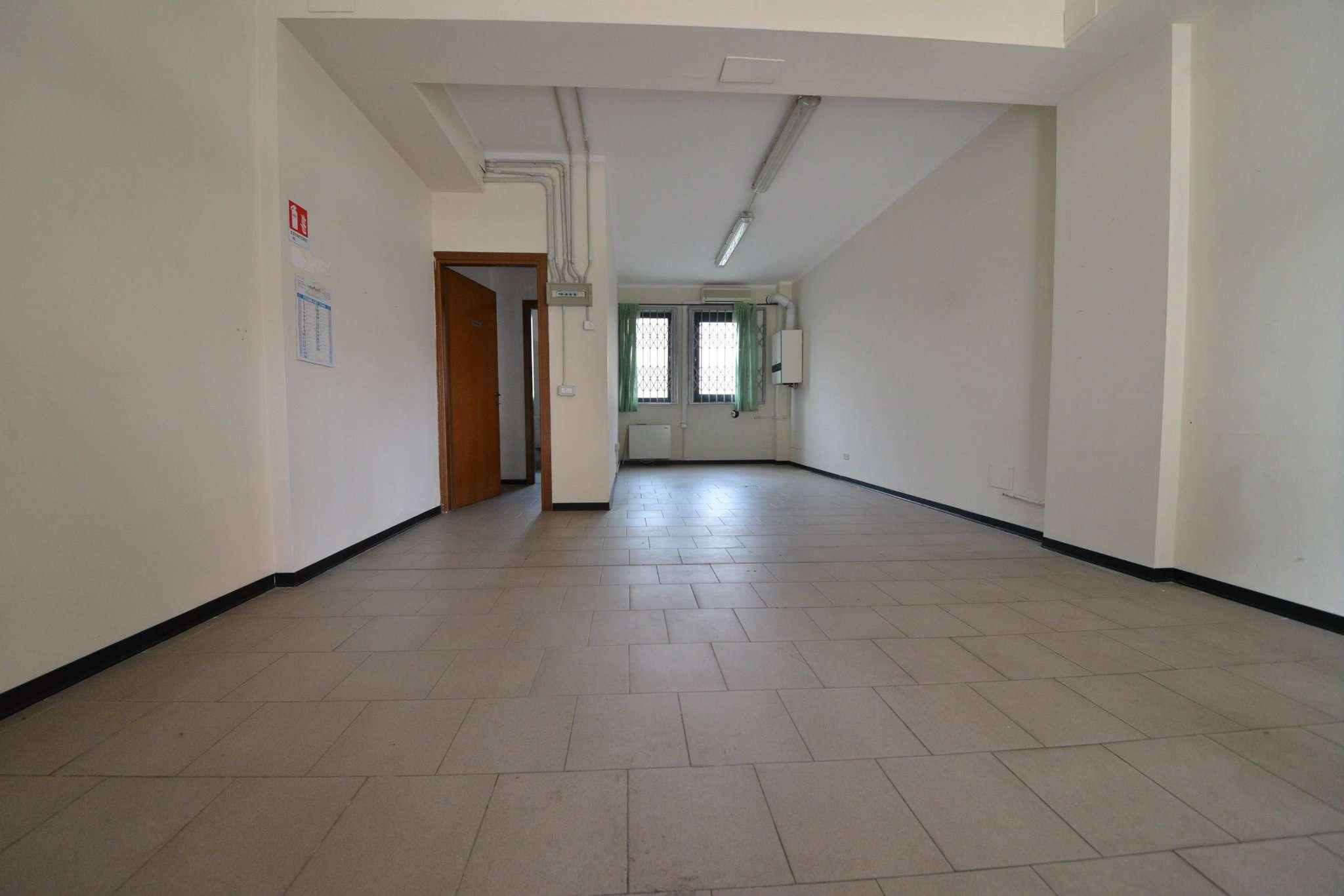 Negozio / Locale in affitto a Bollate, 1 locali, prezzo € 600 | Cambio Casa.it