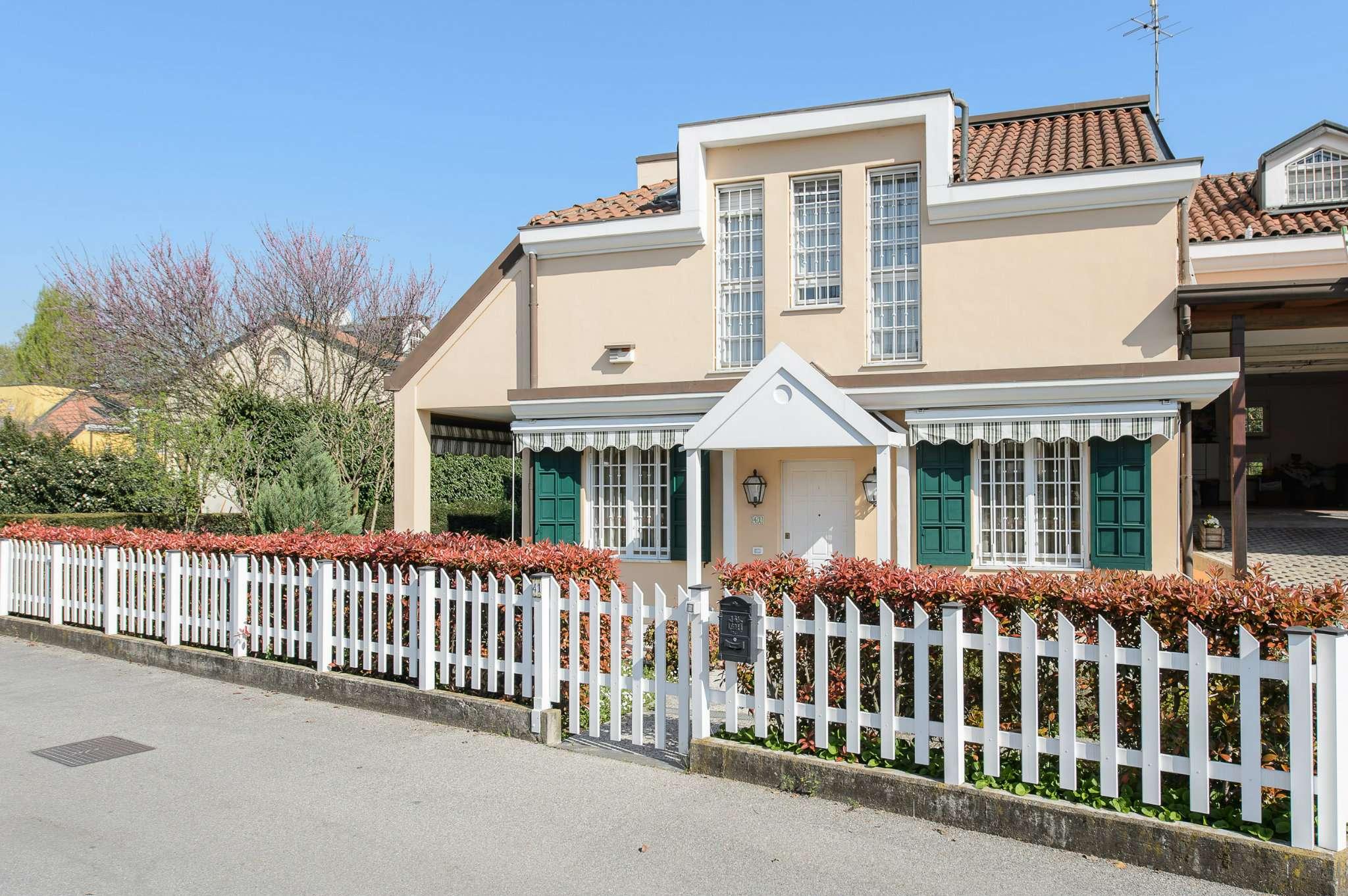 Villa in vendita a Buccinasco, 6 locali, prezzo € 780.000 | CambioCasa.it
