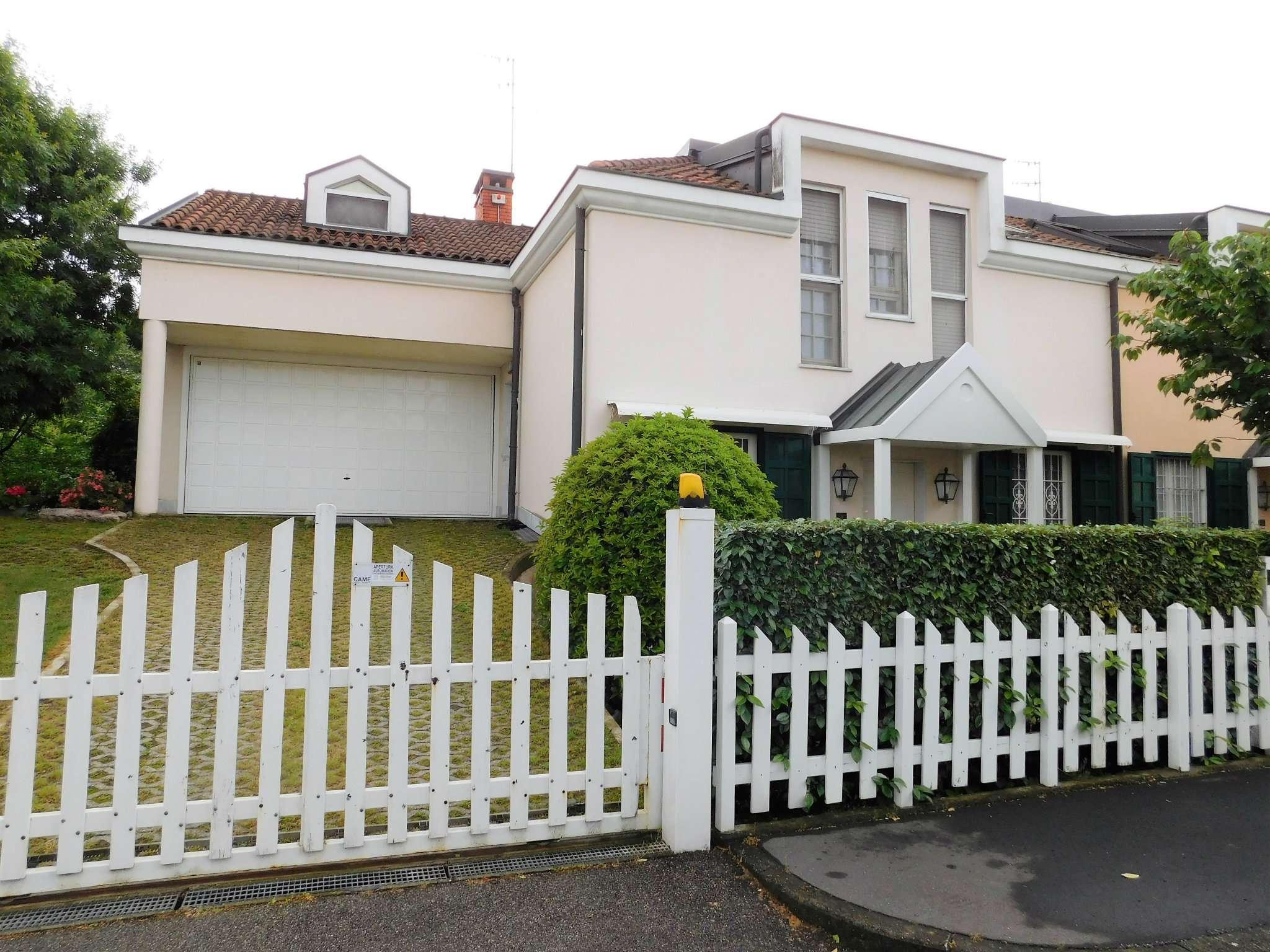 Villa in vendita a Buccinasco, 5 locali, prezzo € 590.000 | CambioCasa.it
