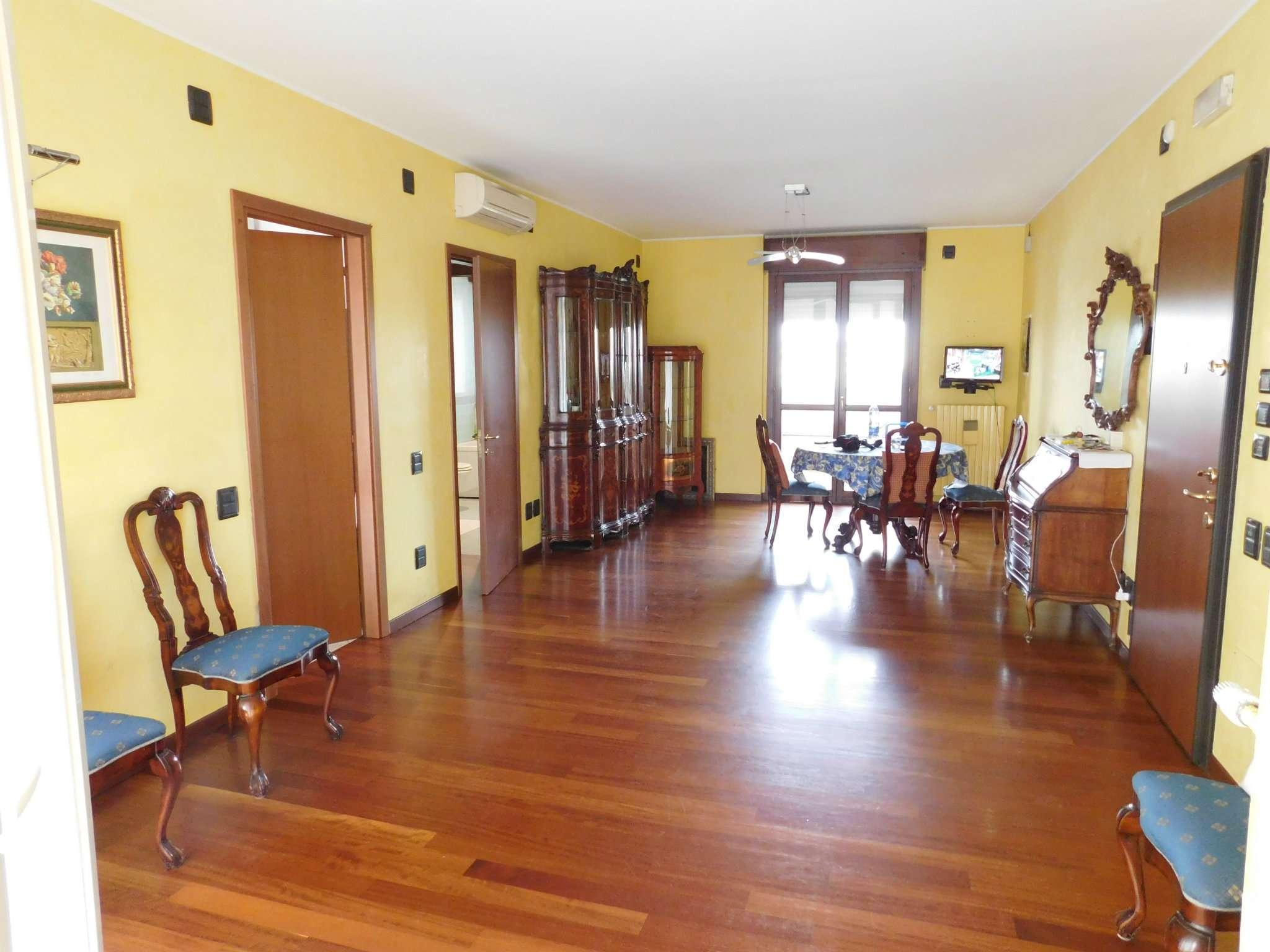 Appartamento in affitto a Buccinasco, 4 locali, prezzo € 1.450 | CambioCasa.it