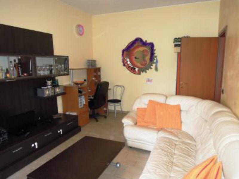Appartamento in vendita a Corsico, 2 locali, prezzo € 118.000 | Cambio Casa.it