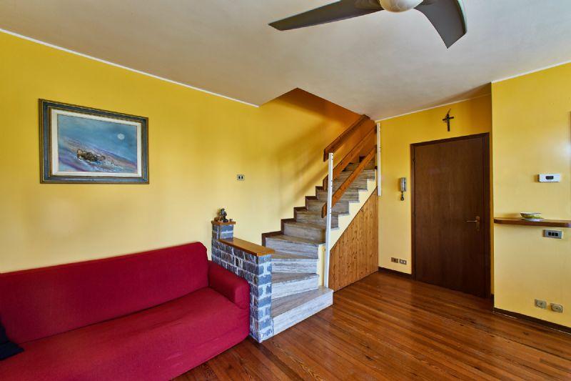 Appartamento in vendita a Buccinasco, 4 locali, prezzo € 245.000 | Cambio Casa.it