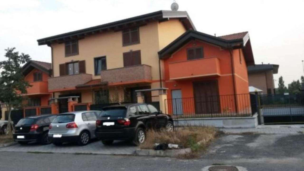 Soluzione Indipendente in vendita a Caronno Pertusella, 5 locali, prezzo € 329.000 | Cambio Casa.it