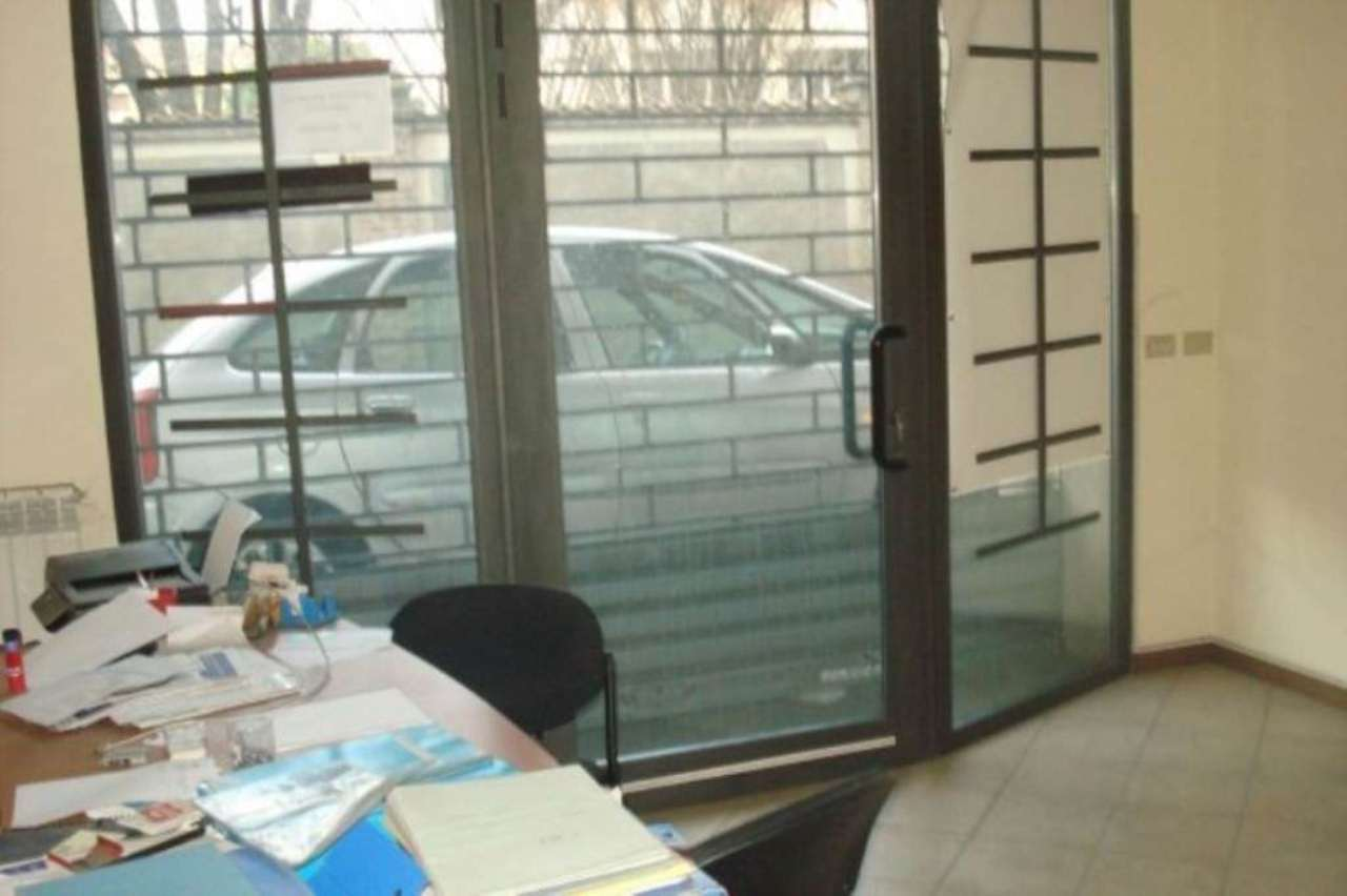 Negozio / Locale in affitto a Caronno Pertusella, 2 locali, prezzo € 500 | Cambio Casa.it