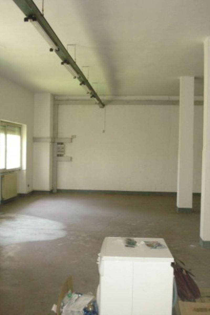 Laboratorio in affitto a Solaro, 9999 locali, prezzo € 900 | Cambio Casa.it