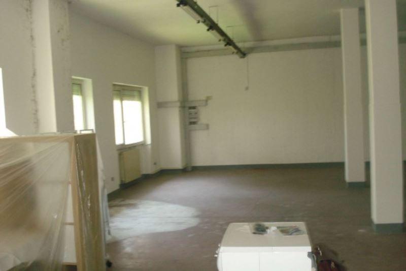 Laboratorio in affitto a Caronno Pertusella, 6 locali, prezzo € 900 | Cambio Casa.it