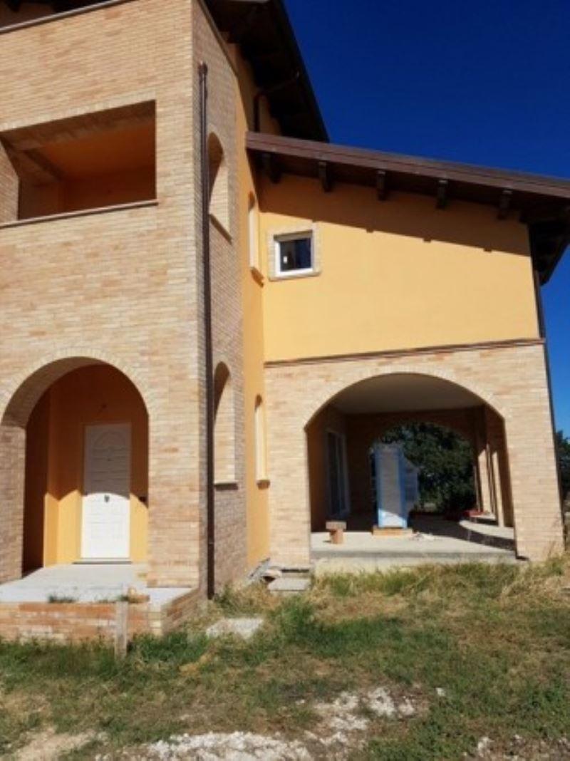 Villa in vendita a Città Sant'Angelo, 6 locali, prezzo € 1.200.000 | CambioCasa.it