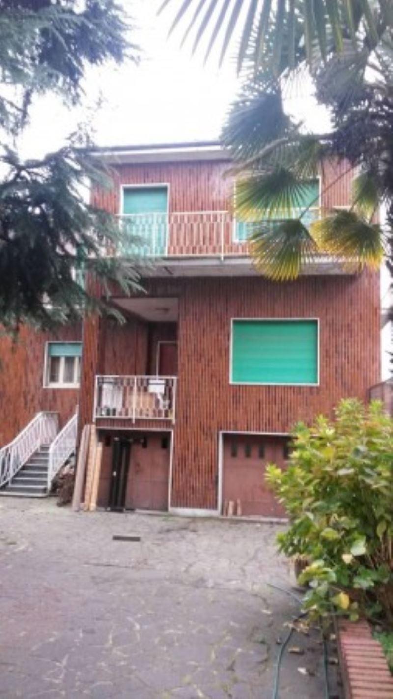 Palazzo / Stabile in Vendita a Melegnano