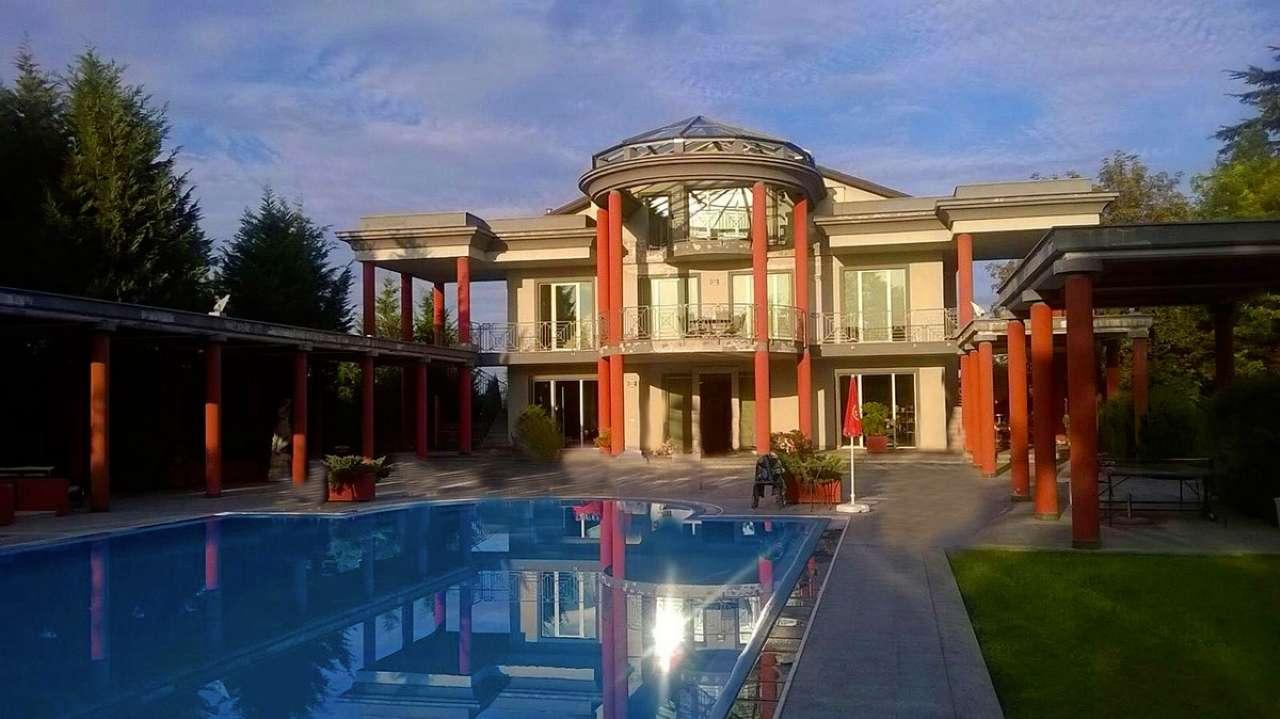Villa in vendita a Asti, 15 locali, Trattative riservate | CambioCasa.it