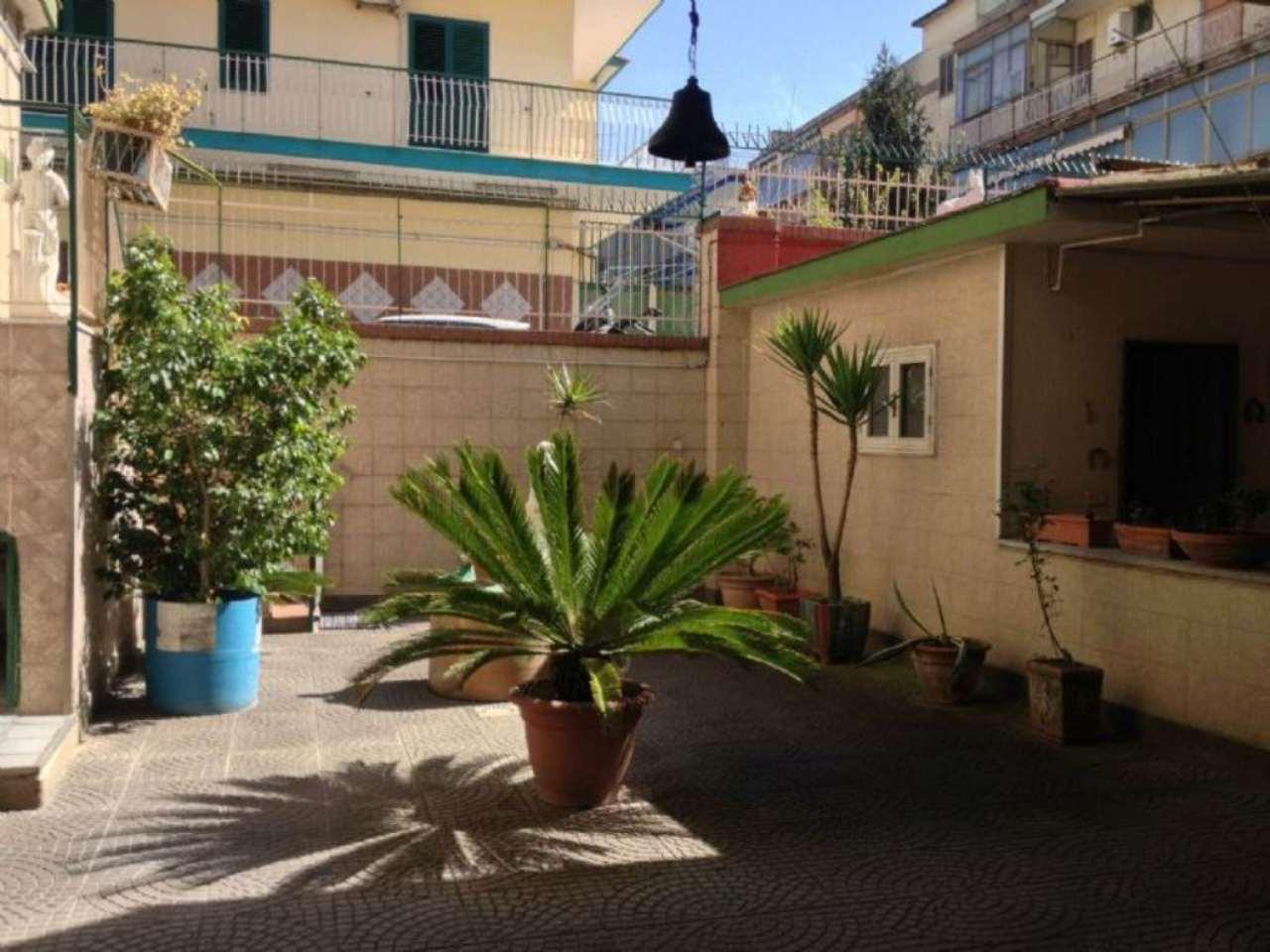 Casa indipendente in vendita 5 vani 135 mq.  via Giambattista Vela  170 Napoli