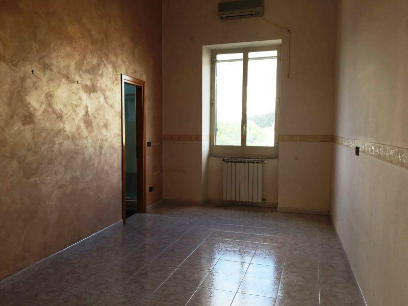 Appartamento in affitto a Napoli, 3 locali, zona Zona: 6 . Ponticelli, Barra, San Giovanni a Teduccio, prezzo € 450 | Cambio Casa.it