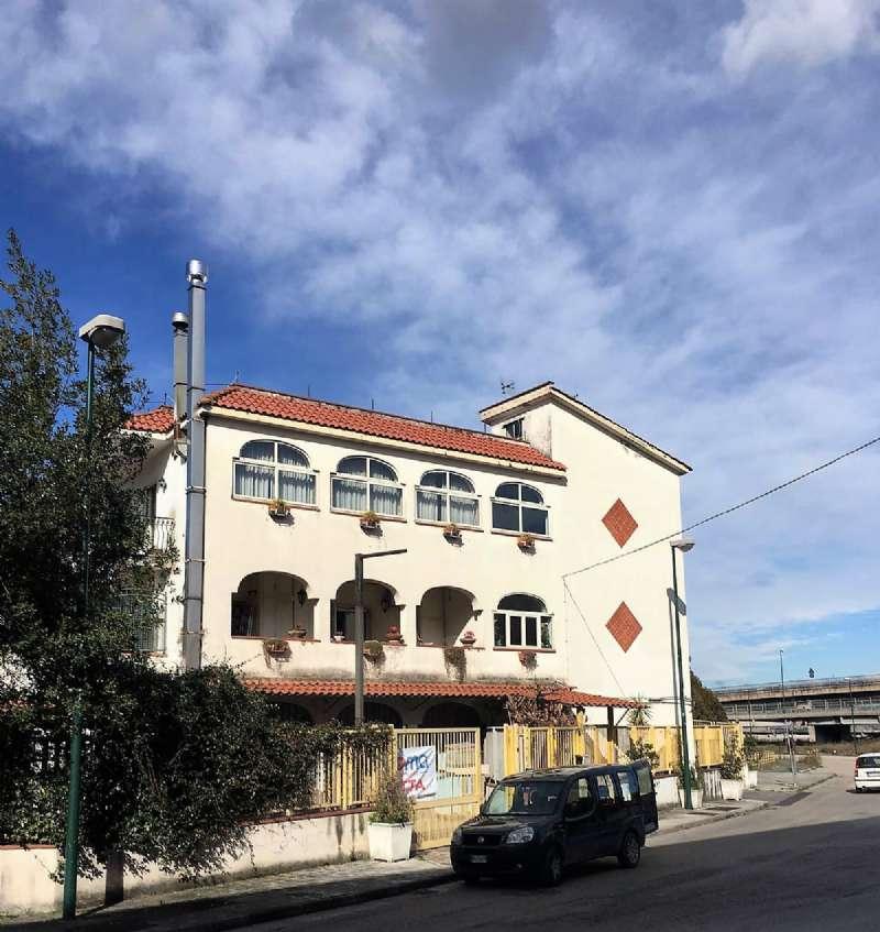 Appartamento in vendita a Napoli, 3 locali, zona Zona: 6 . Ponticelli, Barra, San Giovanni a Teduccio, prezzo € 75.000 | CambioCasa.it