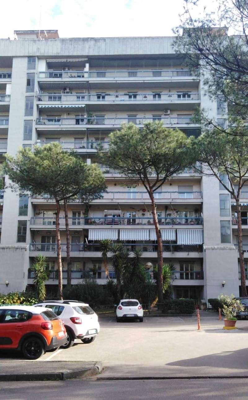 Appartamento in vendita 4 vani 120 mq.  via Mario Pomilio 9 Napoli