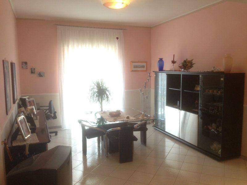 Appartamento in vendita a Torre Annunziata, 5 locali, prezzo € 249.000 | Cambiocasa.it