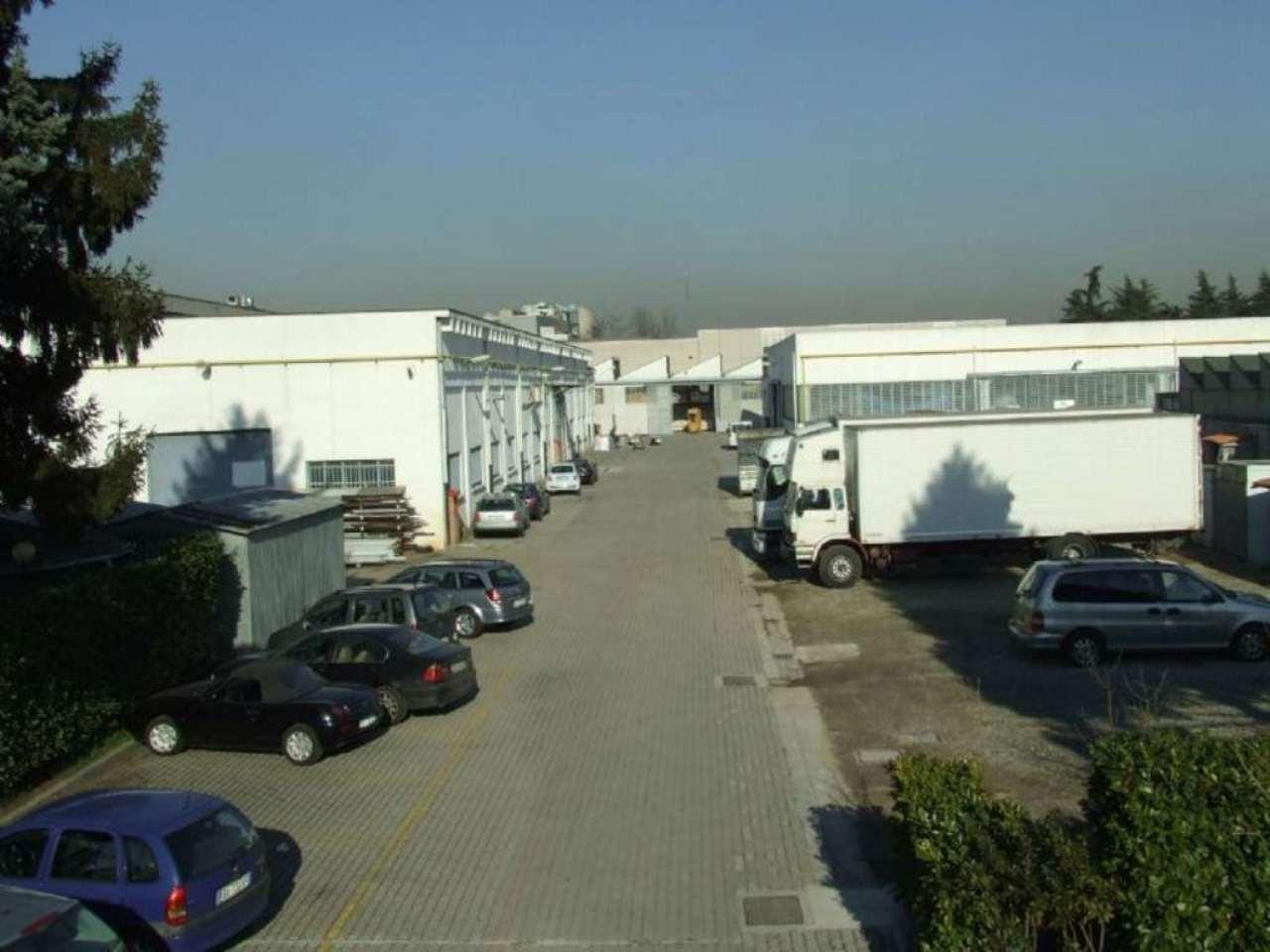 Capannone in Vendita a Cernusco Sul Naviglio: 5 locali, 3500 mq