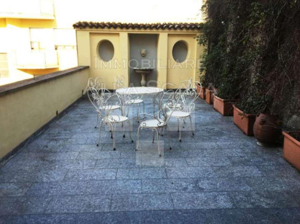 Appartamento in Affitto a Milano 01 Centro storico (Cerchia dei Navigli): 4 locali, 230 mq