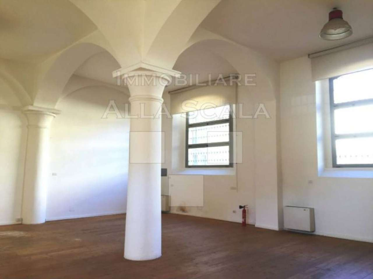 Loft open space in affitto a milano trovocasa for Casa con suite suocera in affitto
