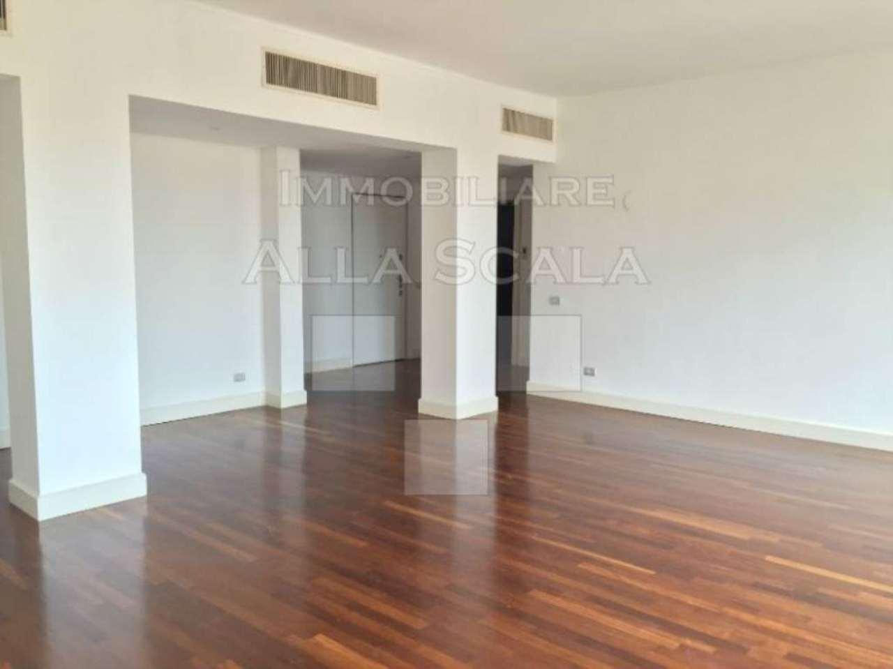 Appartamento in affitto a Milano, 5 locali, zona Zona: 1 . Centro Storico, Duomo, Brera, Cadorna, Cattolica, prezzo € 3.660 | CambioCasa.it