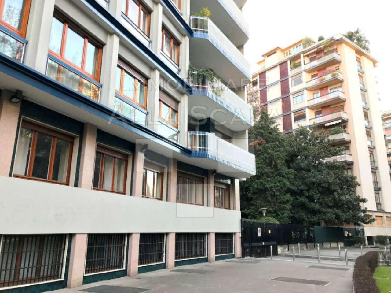 Ufficio / Studio in affitto a Milano, 15 locali, zona Zona: 12 . De Angeli, Vercelli, Washington, Sicilia, S. Michele del Carso, prezzo € 5.000 | CambioCasa.it