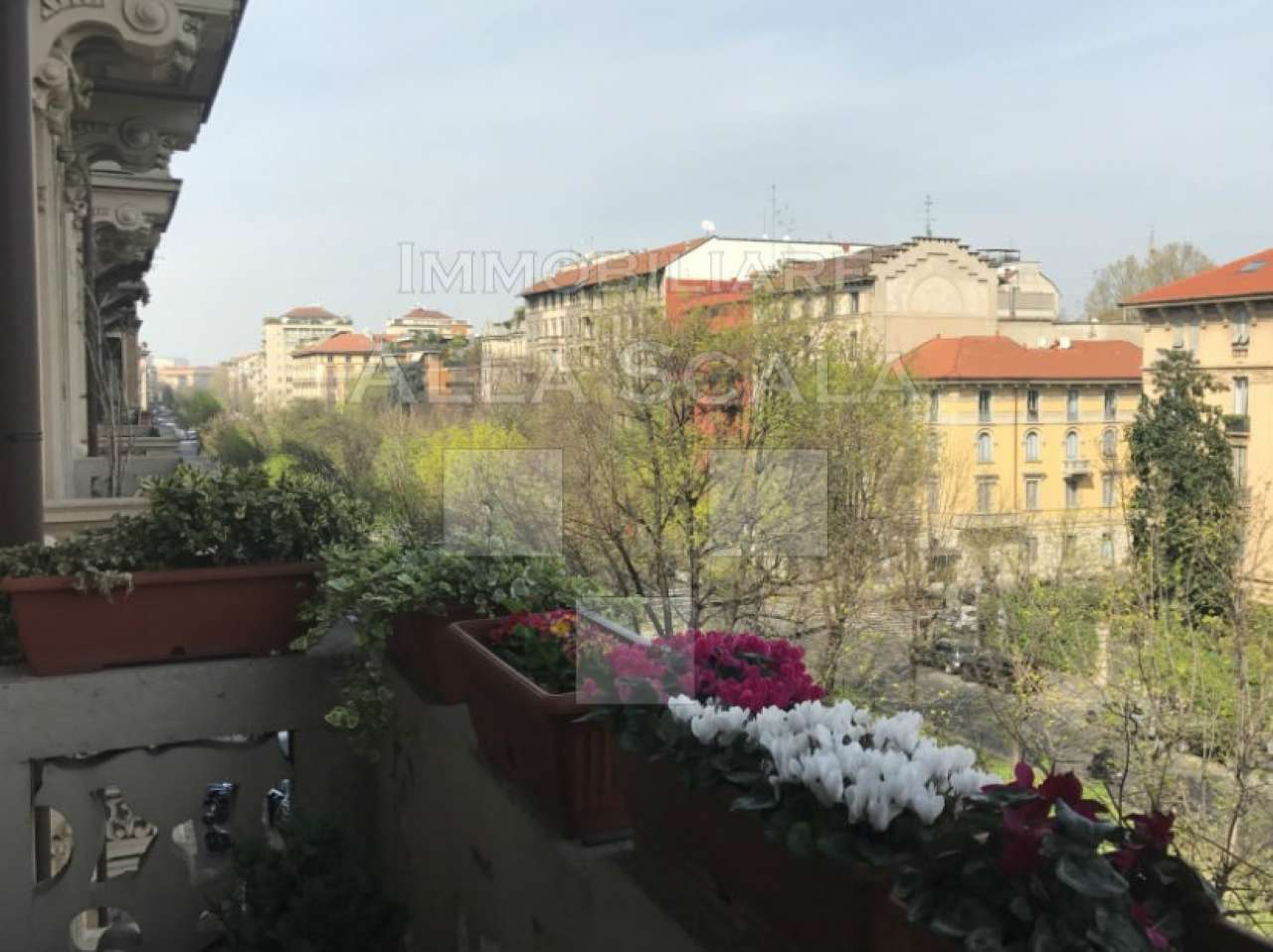 Appartamento in Vendita a Milano 04 Monforte / Tricolore / Vittoria: 4 locali, 240 mq