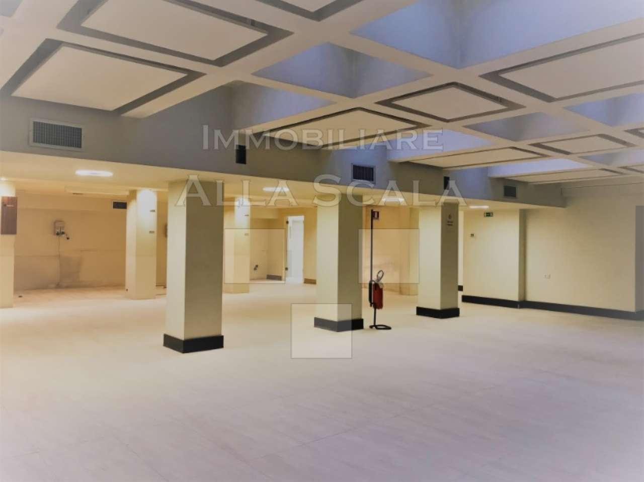 Negozio-locale in Affitto a Milano 01 Centro storico (Cerchia dei Navigli): 2 locali, 300 mq